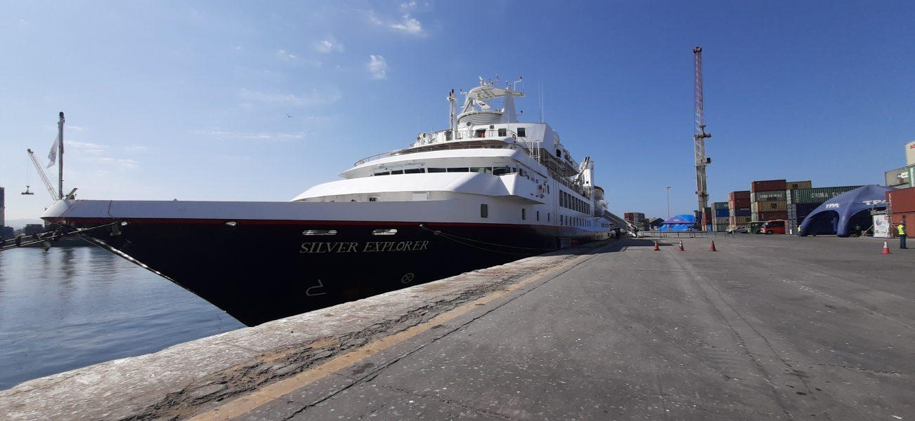 Silver Explorer recala a Puerto de Arica - https://portalcruceros.cl