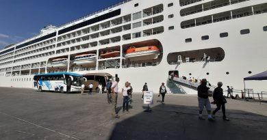 Puerto de Arica recibe más de mil personas en recalada del Seven Seas Mariner
