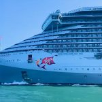 Video: Scarlet Lady llega a Génova para repatriar a tripulación