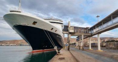 Pasajeros del Vasco da Gama zarpan de Almería tras recorrer atracciones locales